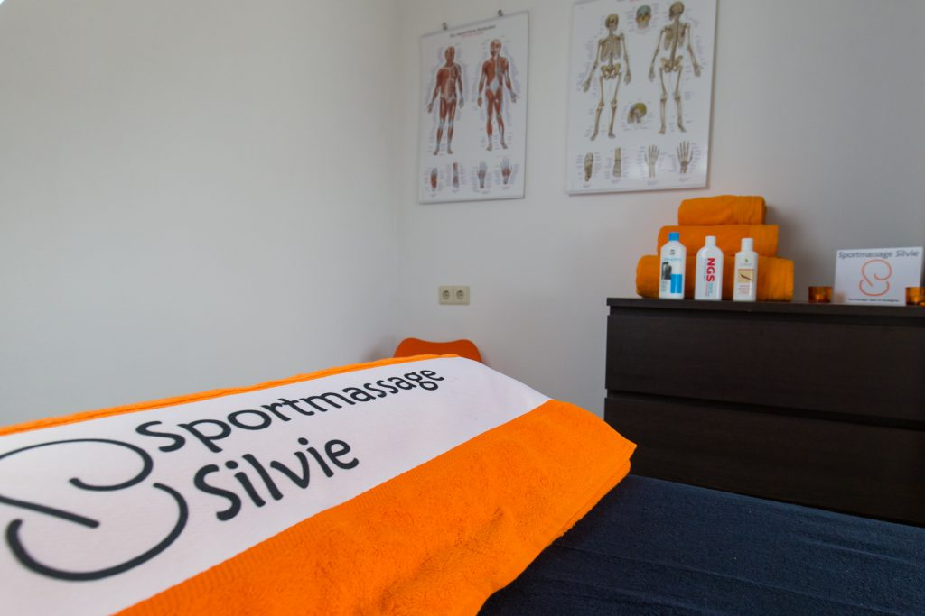 Sportmassage Silvie massagetafel in behandelruimte